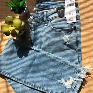 NWT Abercrombie & Fitch Mid Rise Ankle Jeans